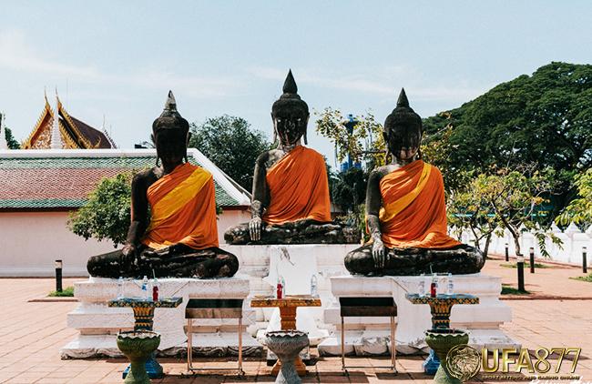 佛教旅游景点在素叻他尼府2