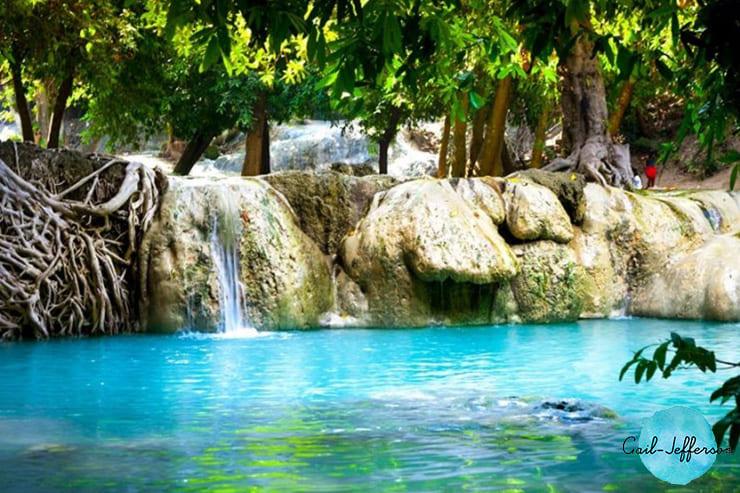 Wang Kan Lueang瀑布来自天然池塘